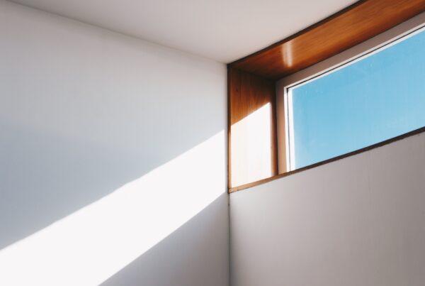 Voorzie uw werkplek van een goede kantoorverlichting!